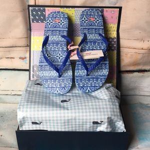 Vineyard Vines blue shell printed flip flops sz 8